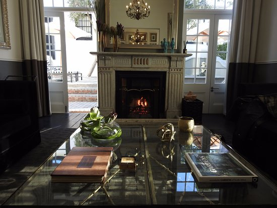 Cape Cadogan: Hotel lounge with log fire