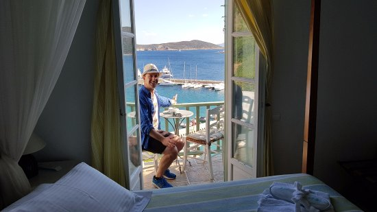 Niriedes Hotel: VIP room with marina views from the balcony