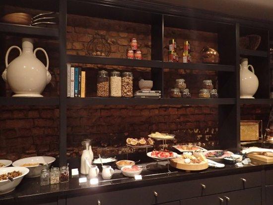 Cape Cadogan: Breakfast buffet