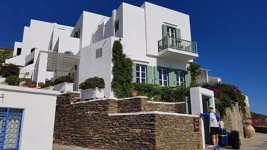 Niriedes Hotel: Like a grand Sifnos home in perfect Cyclades style
