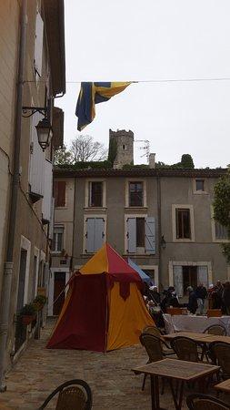 Office De Tourisme De Viviers : marché médiaival et artisanal