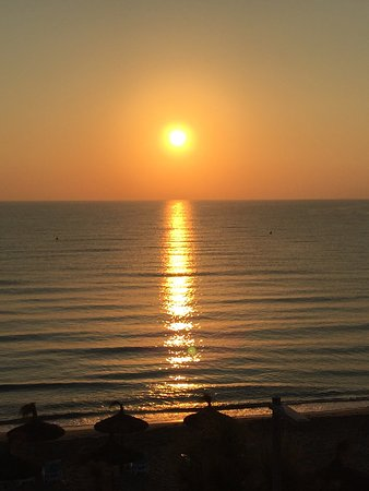 Hotel Sa Roqueta: morgendlicher Sonnenaufgang vom Balkon Zi 11