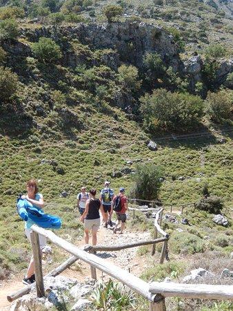 Crete, Greece: De eerste kilometer is het enkel dalen!