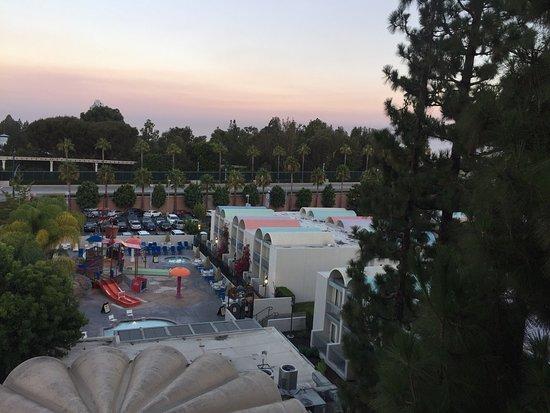 Howard Johnson Anaheim Hotel and Water Playground: photo2.jpg