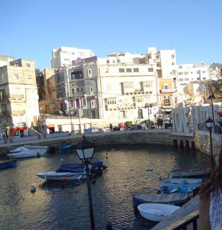 Spinola Bay: love