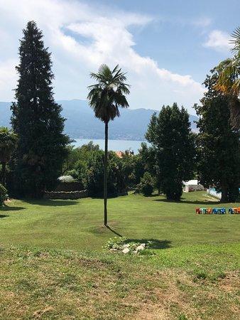 Ostello di Verbania: Großer Garten mit Blick auf Lago