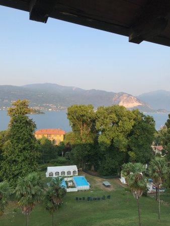Ostello di Verbania: Blick von Zimmer über Pools und Lago