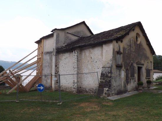 Pella, Italien: San Filiberto (facciata)