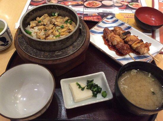 Nishitokyo, Japón: あさり釜めしと焼き鳥