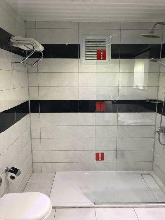 Konakli Nergis Hotel: Modernes Großes Badezimmer