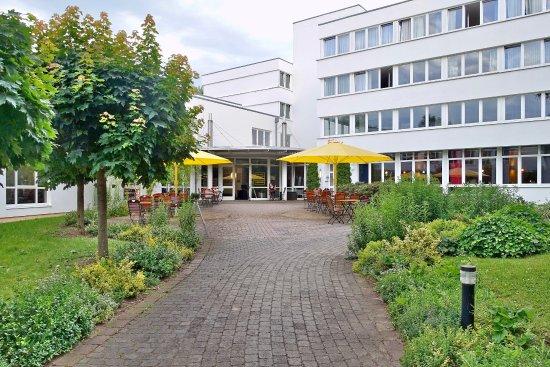 Bad Sulza, ألمانيا: Eingang und Seitentrakt des Hotels