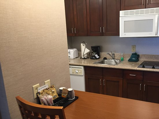 Homewood Suites Holyoke-Springfield/North: Full kitchen