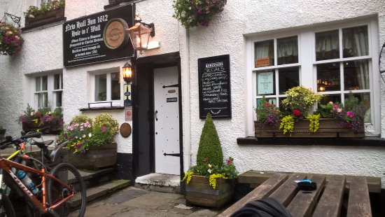 Hole in t' Wall (New Hall Inn): Hole in the wall pub Bowness