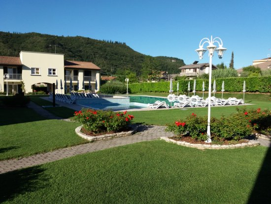 Residence Corte delle Rose: Oasis in the valley from Garda