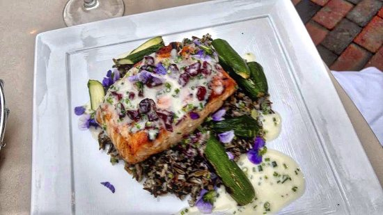 Pilgrim House Restaurant and Hotel: Salmon with wild rice.