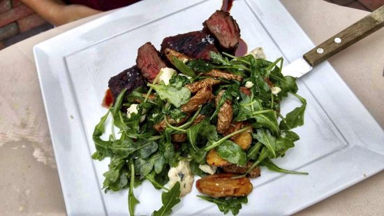 Pilgrim House Restaurant and Hotel: Beef tips with fingerlings