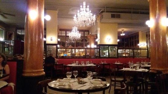 Cafe Un Deux Trois : Night view