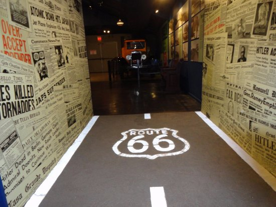 Oklahoma Route 66 Museum: Cool hallway