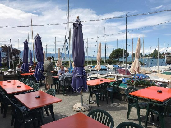 Cully, Ελβετία: vue depuis la terrasse!