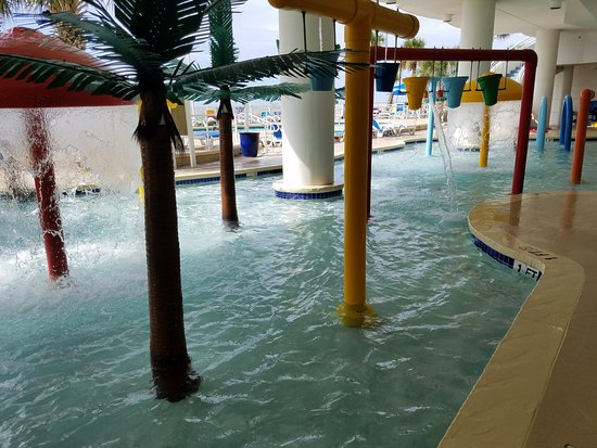 Sandy Beach Resort: Water fun