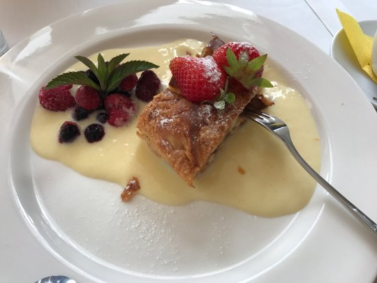 Rapina, Estonia: Apple strudel, oven pear and interior in July 2, 2017