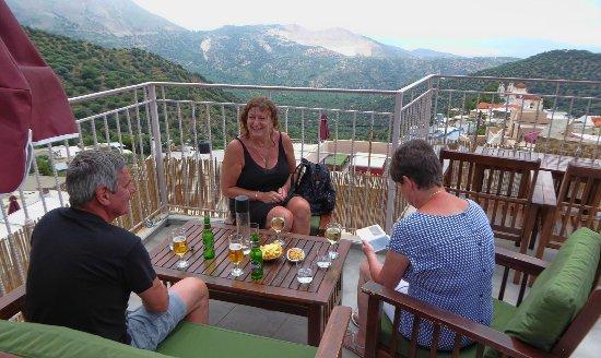 Lasithi Mesa, Greece: terrasse du resto / bar