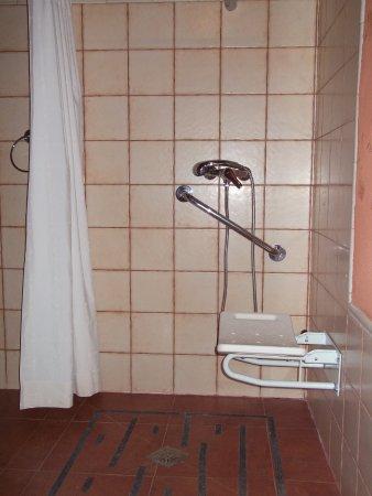 Algarinejo, Spain: baño adaptado