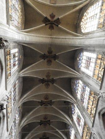 Notre Dame du Sablon : The ceiling of the church