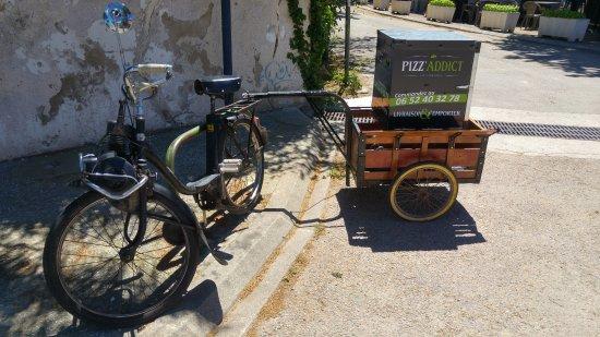 Pizz'Addict La Franqui: le solex pour les livraisons