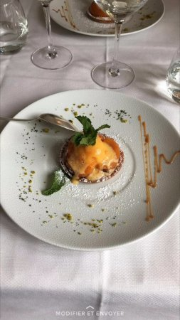 Buzancais, Francia: tarte du jour aux abricots avec sorbet