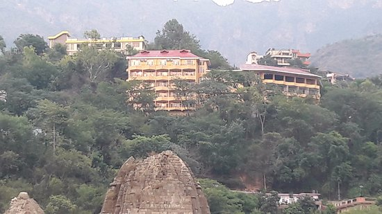 Hotel Lake View (HPTDC): The Hotel from the river front