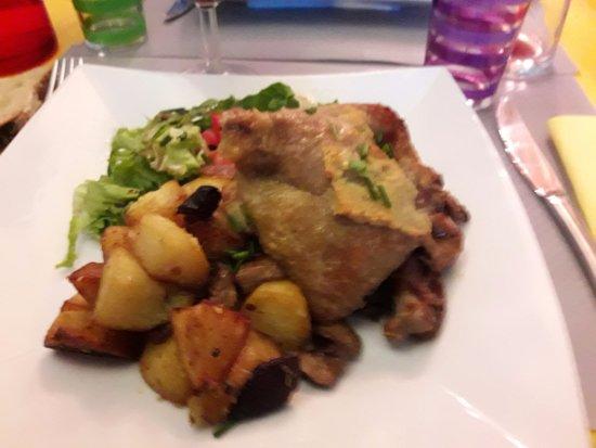 Les Dames Galantes: Confit de canard pommes sarladaise et ses morceaux de cèpe.