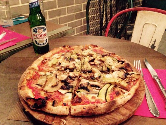 Pizza e birra italiana! Picture of IL Quaranta, Sainte Genevieve des Bois TripAdvisor # Pizza Sainte Genevieve Des Bois