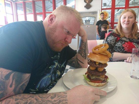 Northfleet, UK: Tailgate burger as big as your head