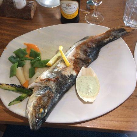 Bruinisse, Нидерланды: Zeebaars Met Limoen, Tijm En Seizoensgroenten