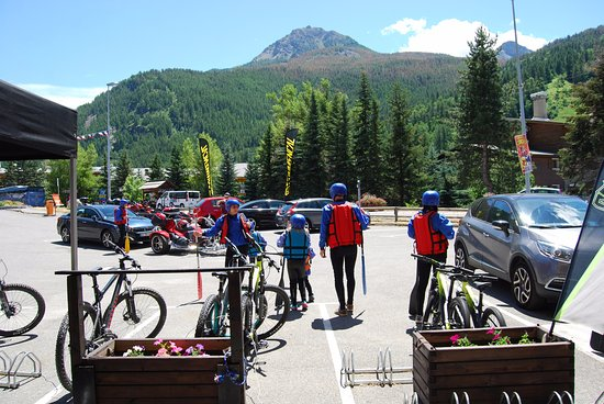 Piraft : Parking privé au magasin SPORTRENT Serre Chevalier 1350