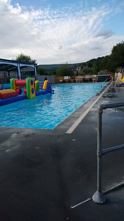 Hathersage, UK: Best swimming in and around Sheffield. Surrounded by hills, usually no bouncy castle thing in mi