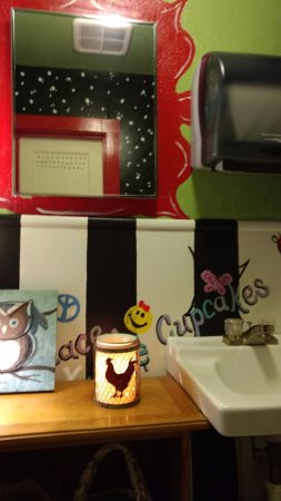 The Roost: Even the bathroom was cute