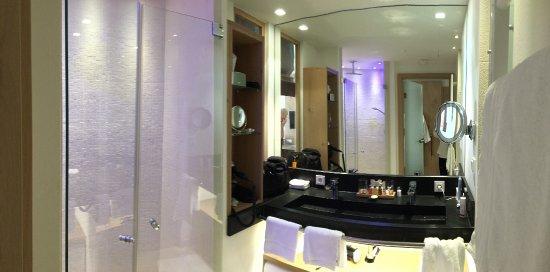 Elegant Hotel Exquisit: Badezimmer M. Großer Begehbarer Dusche