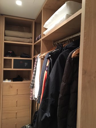 begehbarer kleiderschrank bild von hotel exquisit oberstdorf tripadvisor. Black Bedroom Furniture Sets. Home Design Ideas