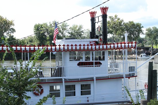 Zanesville, OH: View of Terry's Tavern from the other side of the river; popular place for burgers & fries.