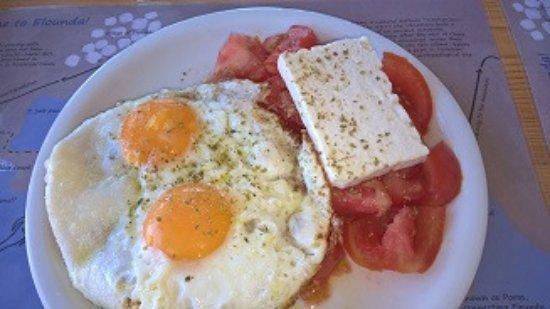 Elounda Island Villas: greek breakfast in art café
