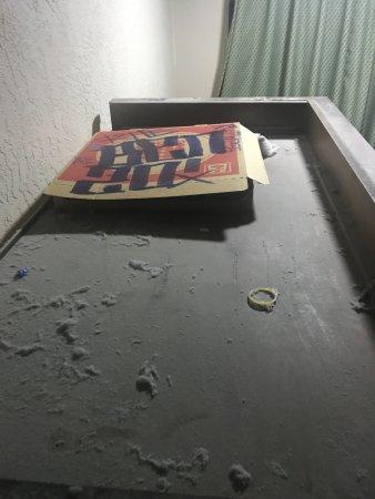 University Square Hotel: Trash, pizza and condom on closset