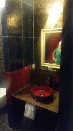 Prachtige design badkamer - Picture of Inntel Hotels Art Eindhoven ...