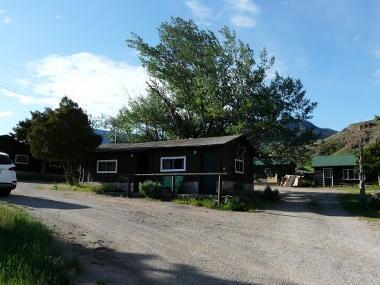 Wapiti, WY: left side is cabin no 2