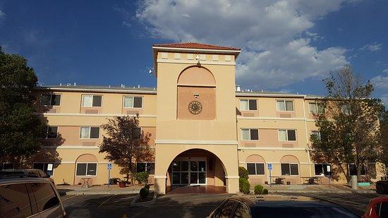 Days Inn & Suites by Wyndham Airport Albuquerque: Days Inn and Suites ABQ