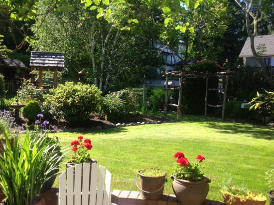 Steilacoom, WA: Enchanting Rooms and Garden