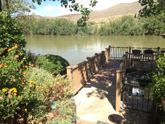 Riverbend Hot Springs: Deck over the Rio Grande River