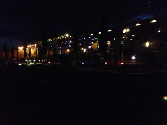 Riverbend Hot Springs: Pretty lights in soaking and lounge area