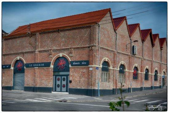 Saint-Quentin, Γαλλία: Belle établissement avec parking à proximité.